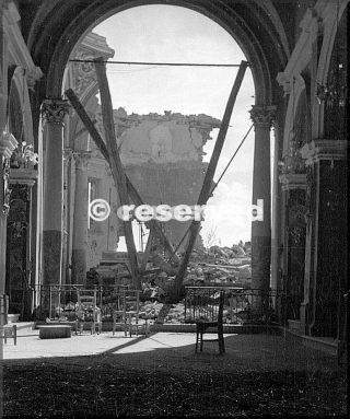 1945 rovine chiesa di pietracolora italia ke stato danneggiato pesantemente dal fuoco di artiglieria