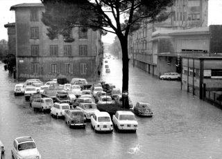 4 novembre 1966 via Giovanni Paisiello l' Arno aveva rotto alle Cascine