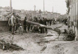 Firenze Il Lungarno alle Grazie dopo l'Alluvione del 4 novembre 1966