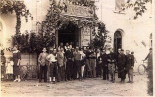 Piazza Risorgimento davanti al Bar del Bianchi attuale Bar Grazia ANNI 30
